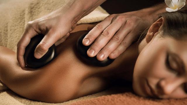 ホットストーンマッサージ / Hot Stone Massage